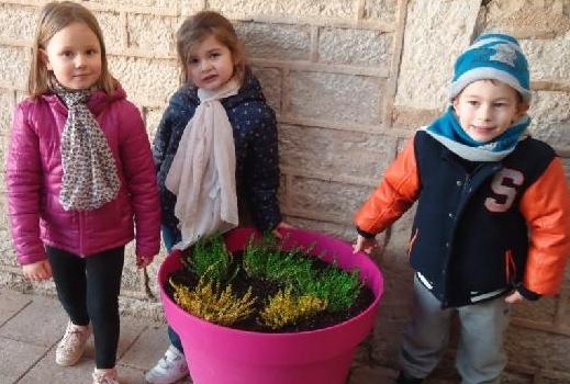 Les Enfants De Grande Section Ont Jardiné Avec Les CM1-CM2