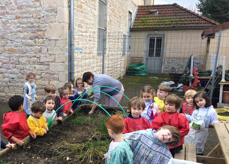 Photo Jardinage Des PS-MS Vendredi 16 Mars Sainte Marie!