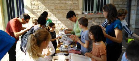 La Vente De Gâteaux Organisée Par Les élèves De Grande Section Le Vendredi 18 Mai!