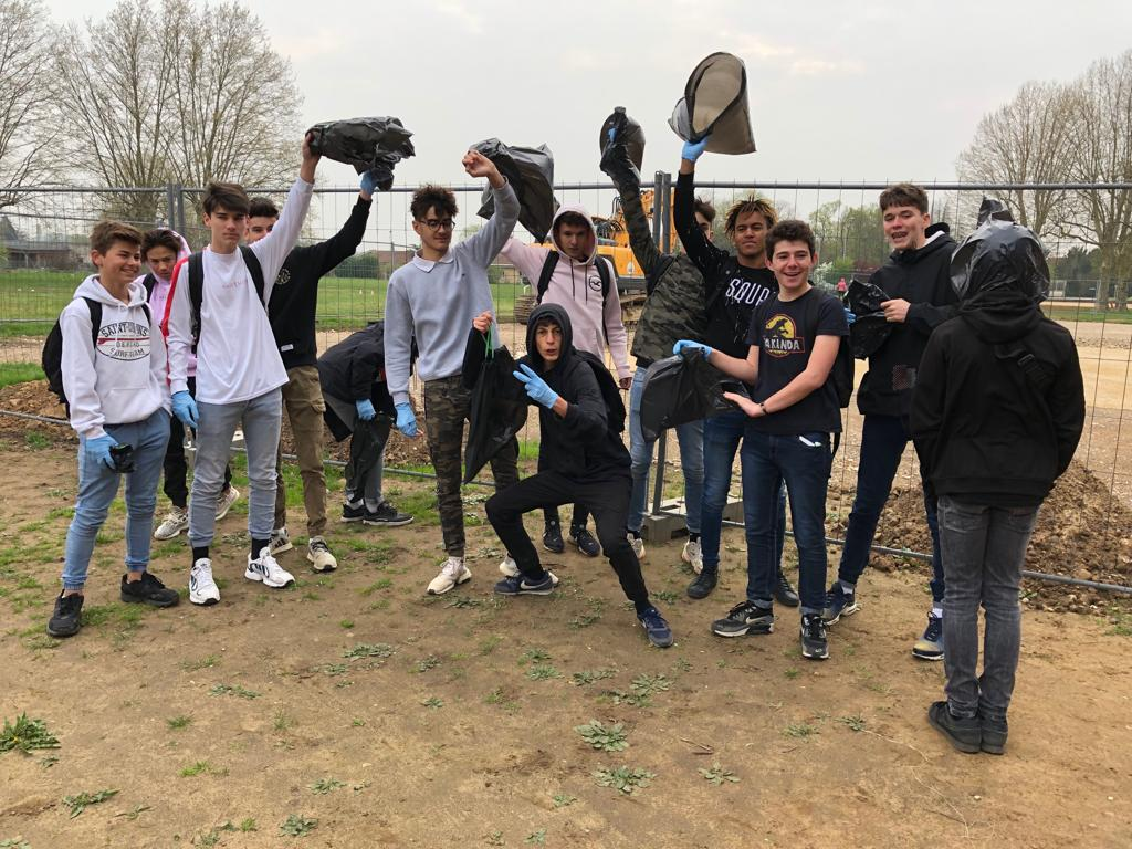 Action Citoyenne Des Lycéens Dans Le Village De St Didier Sur Chalaronne